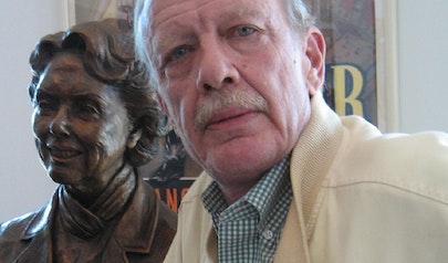 Tom Mankiewicz photo