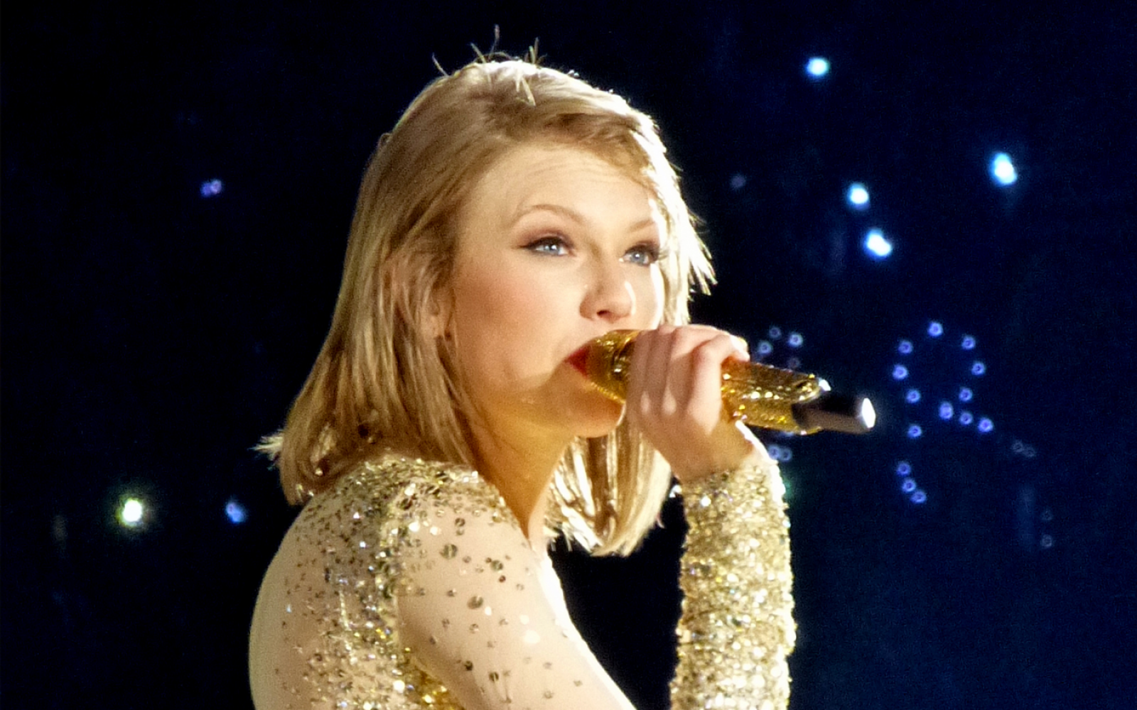45 Poetic Taylor Swift Lyrics That Captivate The Complexity Of Love And Losing It