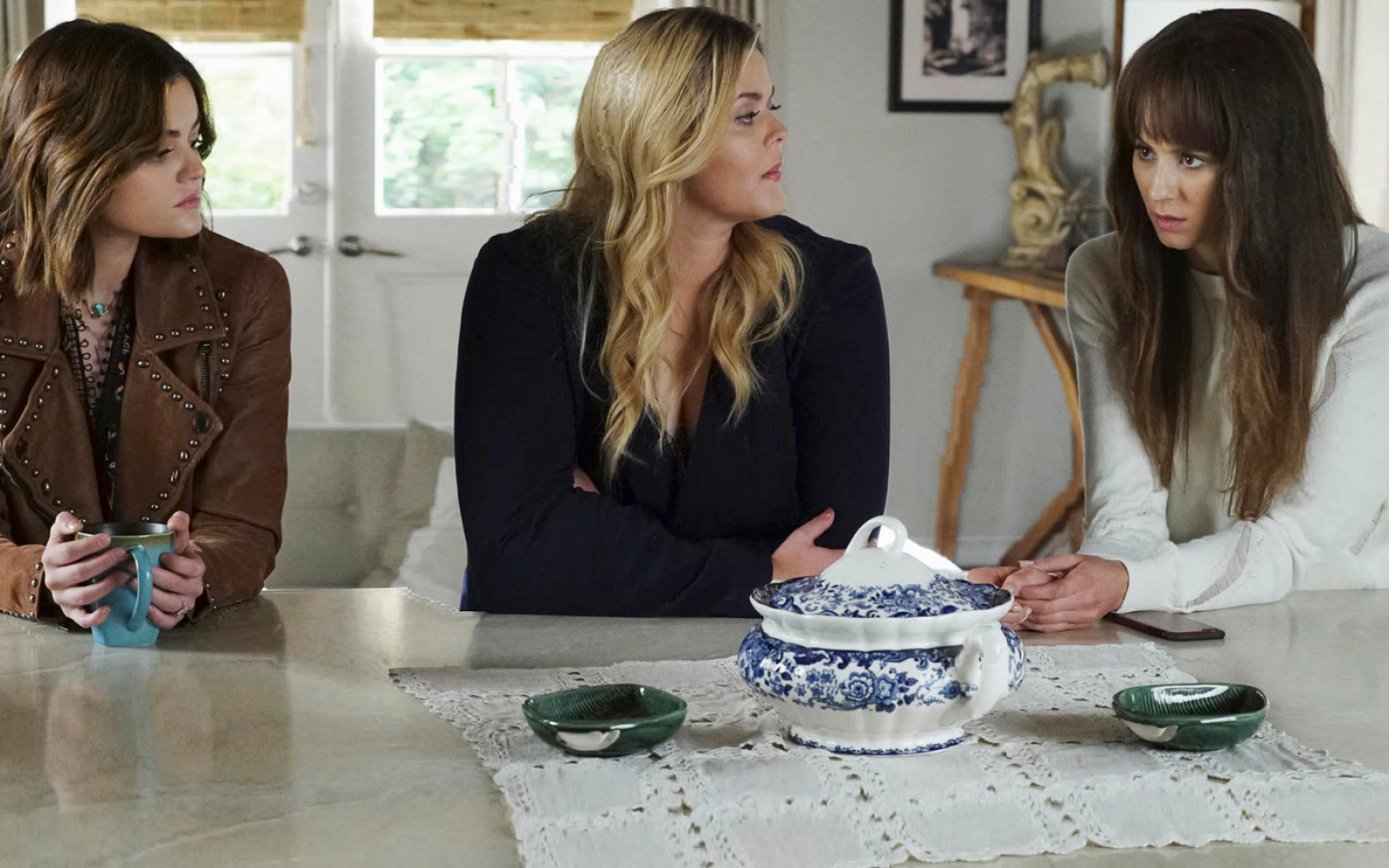 15 Of The Greatest 'Pretty Little Liars' Quotes About Love, Lust, And Secrets